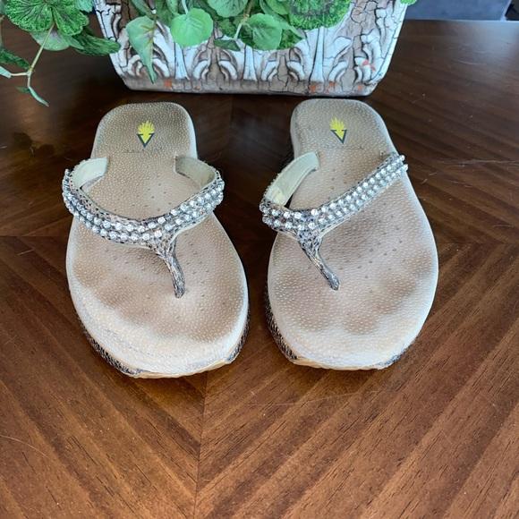 Volatile Comfort Toe Post Sandals size 8